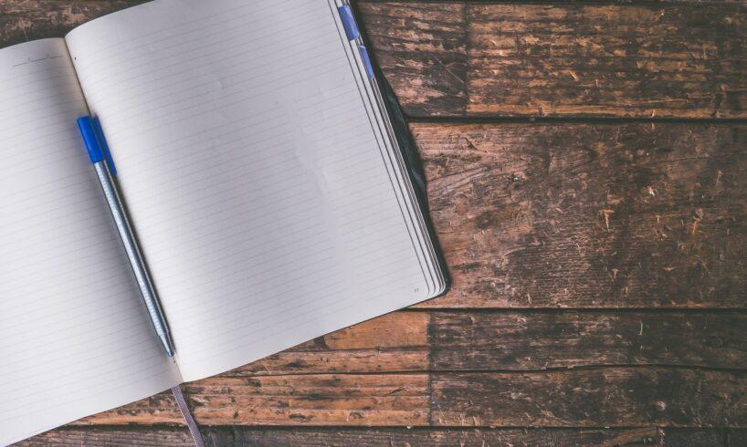 Kuglepen på blank bog