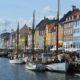 Nyhavn i københavn med en masse skibe